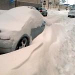 City dränkt i snö.